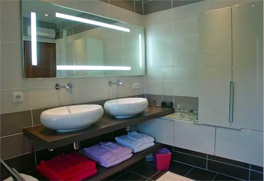 en vid o d co bains votre cr ateur de salles de bains aubi re. Black Bedroom Furniture Sets. Home Design Ideas